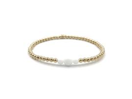 Armband Lenne met gouden balletjes en witte jade edelsteen