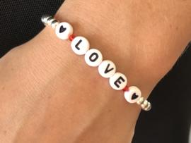 Armband Love met zilveren balletjes en letter kraaltjes