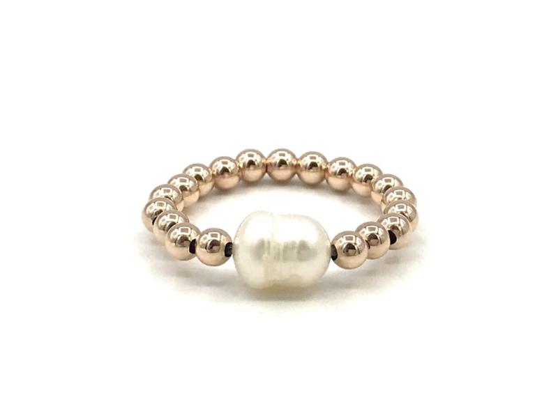 Stretch ring Hafsa met rosé real gold plated balletjes en witte zoetwaterpareltjes