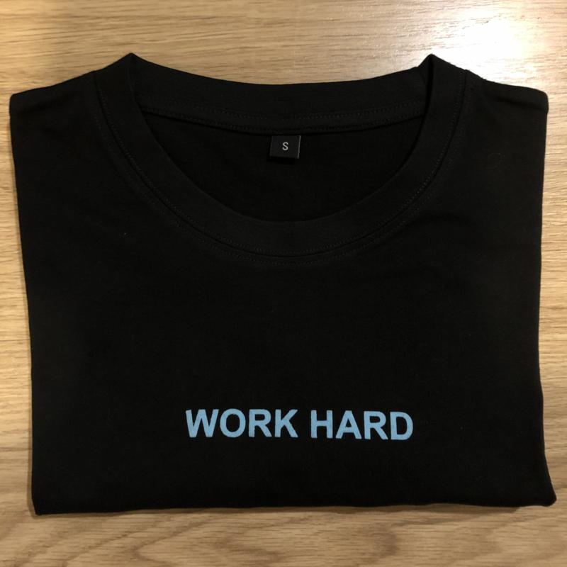 T-shirt zwart/lichtblauw flockprint
