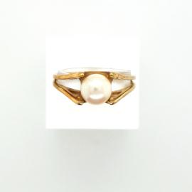 Occasion gouden ring met witte parel