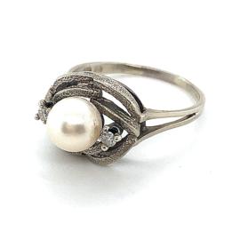 Occasion witgouden ring met een zoetwaterparel