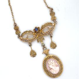 Occasion gouden 18K collier met een angel skin koraal camee