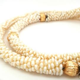 Marrokaanse stijl parelketting zoetwater parels met 4 sierstukken van goud