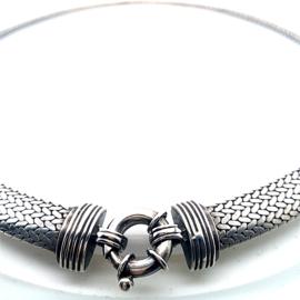Rond grof  gevlochten vallend massief zilveren collier