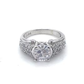 Nieuwe zilveren ring met veel zirkonia's bezet