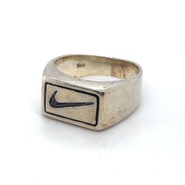 Occasion zilveren heren zegelring met Nike logo