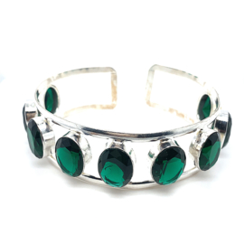 Zilveren handgemaakte klemarmband met groene stenen