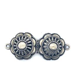 Zilveren sluiting met dubbele knoop