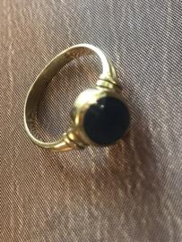 occasion 14kt gouden ring met blauw ster saffier