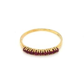 Occasion gouden rij ring met 9 robijnen