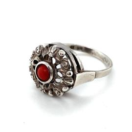 Occasion ring met bloedkoraal