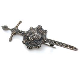 Occasion Engels zilveren broche van zwaard met aap