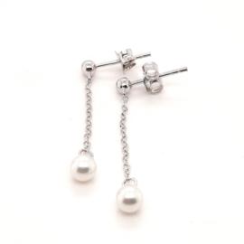 Zilveren oorhangers met witte parel