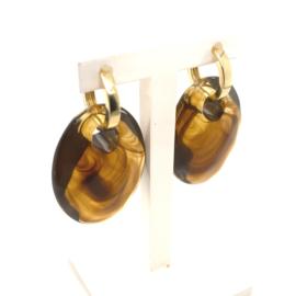 Occasion gouden creolen met bruine kunststof hangers