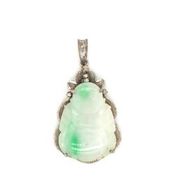 Occasion hanger met boeddha vormig geslepen jade edelsteen