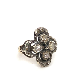 Occasion vintage ring met 16 roosdiamanten