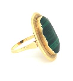 Occasion gouden ring met groene malachiet steen