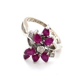 Occasion witgouden ring met robijn en diamant 0.18ct