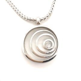 Occasion witgouden collier en hanger met beweegbare cirkels en diamant 0.06ct