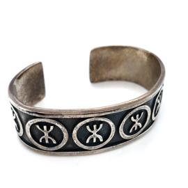 Occasion zilveren klemarmband met symbolen