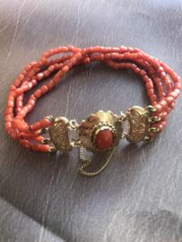 occasion armband van koraal