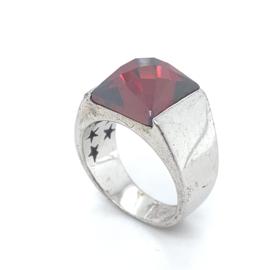 Occasion zilveren brede ring met rode zirkonia