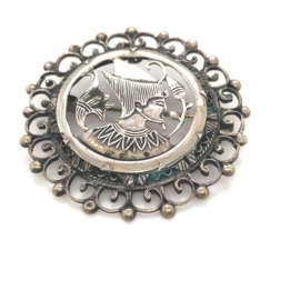 Occasion ronde broche met Oosters persoon