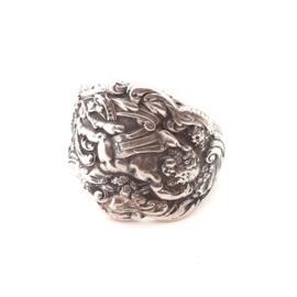 Occasion zilveren slagring met afbeelding van een engel