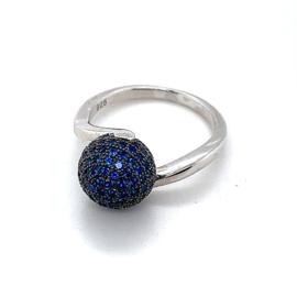 Nieuwe ring met zwarte bol met blauwe zirkonia's