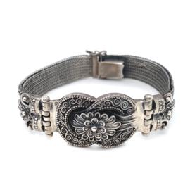 Occasion zilveren armband met sierlijk ornament met bloem