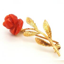 Occasion gouden broche met koraal roos