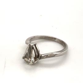 Occasion zilveren ring met witte druppelvormige zirkonia