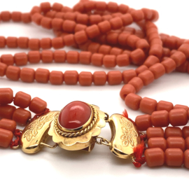 Occasion 4 snoerig bloedkoraal collier met gouden sluiting