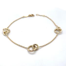 Geelgouden armband met ringetjes in elkaar