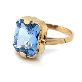 Occasion gouden ring met felblauwe steen