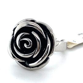 Nieuwe stalen ring met gezwarte roos