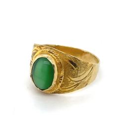 Occasion gouden toelopende ring met groene kattenoog