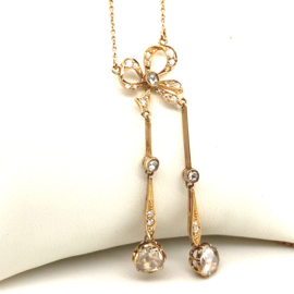 Elegant warm geelgouden collier met prachtige roze roosdiamanten