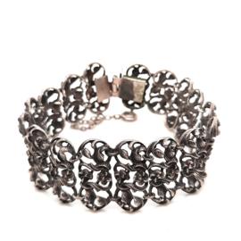 Occasion zilveren brede armband met florale details