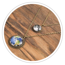 Earth - Moon halsketting