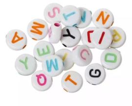 Letterkralen wit met gekleurde letters