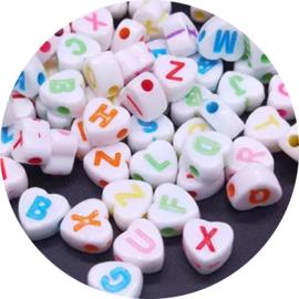 Letterkralen wit met gekleurde letters hartjes