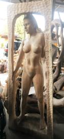 Vrouwenbeeld houtsnijwerk