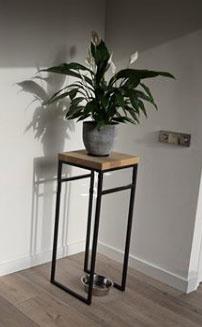 Metallsäule Ludo mit Holzplatte - 30 x 30 x 100 Cm (BxTxH)