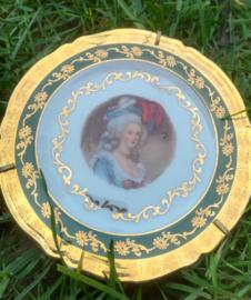 Limoges Goudeville - Madame - 11 cm. - bordje met standaard