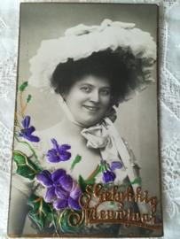 Ansichtkaart Dame met viooltjes