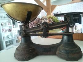 Engelse keuken weegschaal met koperen schaal