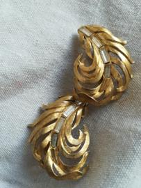 Trifani Oorbellen clips goudkleurig pluim veer