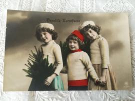 Ansichtkaart meisjes met kerstboom